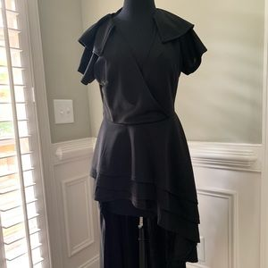Tops - Long ruffled top in black